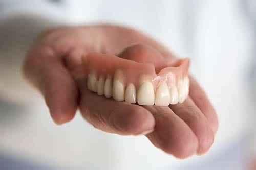 Was sind Zahnprothesen?